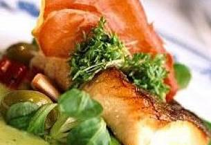 Saltbakt torsk med basilikumsaus