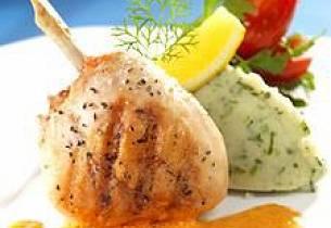 Kyllingconfit med urte-/potetkrem og skalldyrskum