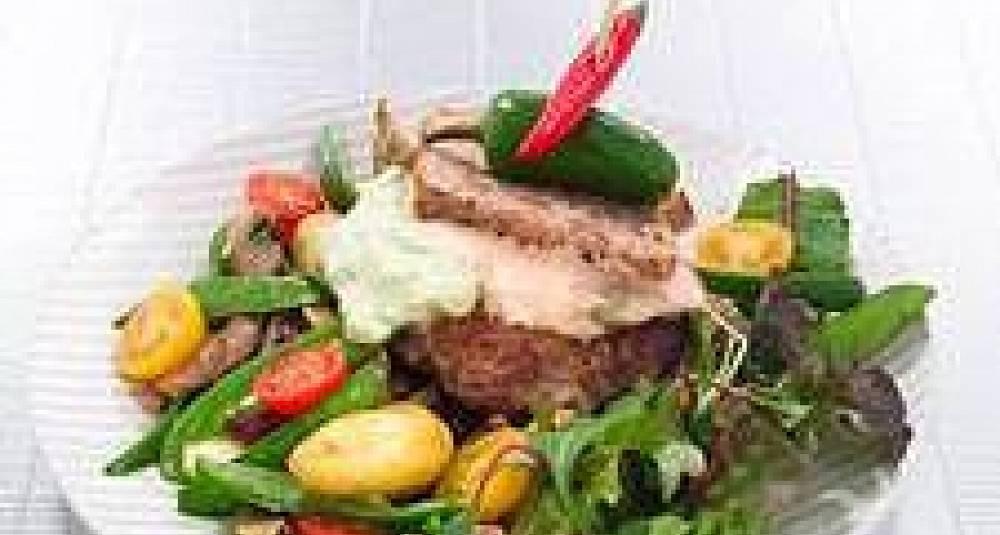 Trylleburger med rosa og grønn saus