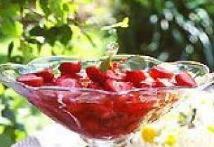 Jordbærgelé med råkrem