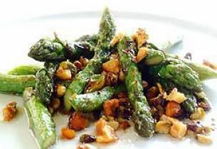 Mozzarellagratinerte asparges med spekeskinke
