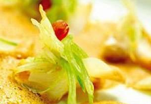 Hummerkrem med tørrfisk, vanilje- og sitronmarinert fennikel