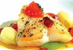 Torsk i olivenolje og sitron med grønnsaker og ventrichina-pølse
