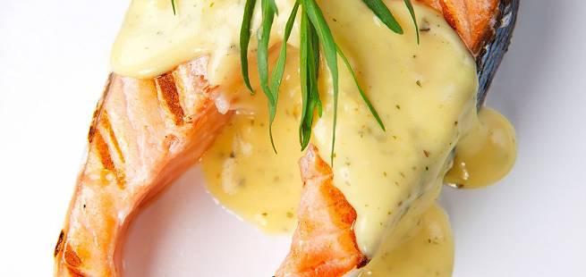 Grillet laks med asparges og enkel béarnaise
