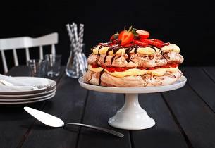 Sjokoladepavlova med friske jordbær