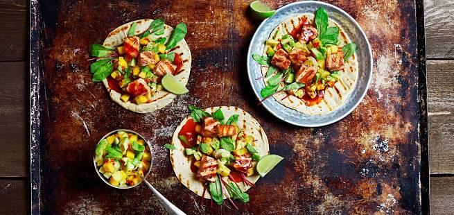 Soft taco med grillet laks og mangosalsa
