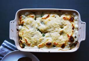 Gratinert pasta fylt med lettsaltet torsk og friske urter