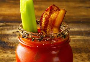 Bloody Mary med baconskive