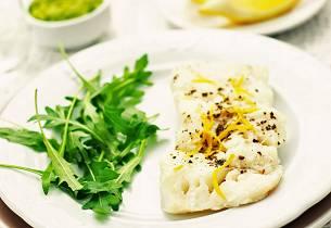 Lutefisk med myntekrydret ertepuré og soyasmørsaus
