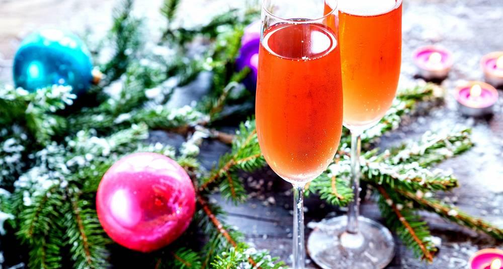 Lag en julekrydret champagnedrink til nyttårsfesten