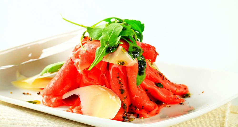 Oksetunge med ruccolapesto, potet- og tomatform