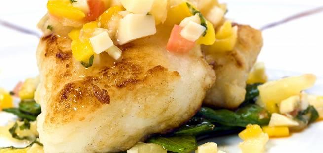 Dampet torsk med grillet vårløk og mango