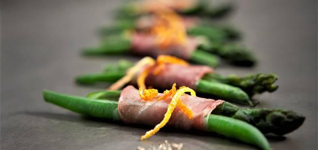 Asparges, grønne bønner og spekeskinke