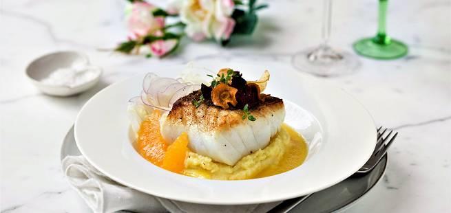 Stekt torsk med appelsinsaus og potetmos