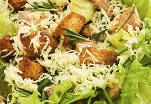Sprøstekt torsk på Cæsarsalat