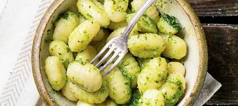 Potato-gnocchi-with-pesto-000059578882_Full.jpg