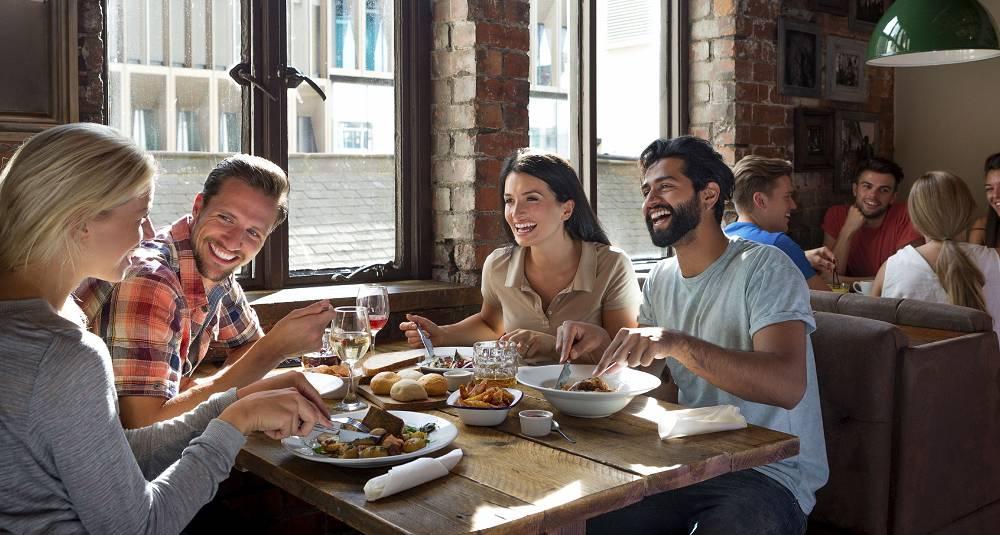 Regjeringen vil forenkle restaurantdrift