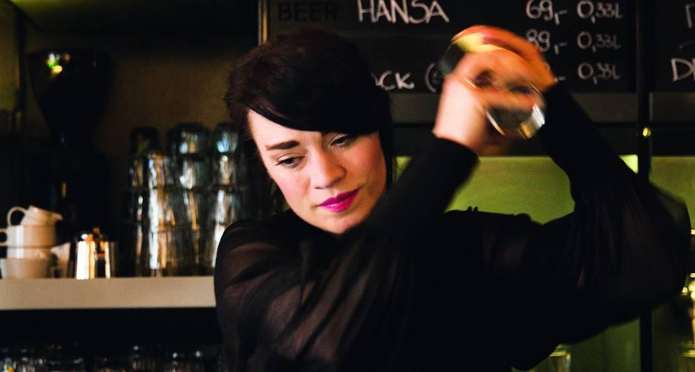 Med denne bartenderen bak baren har Pigalle fått schwung på seg