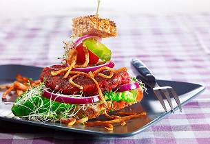 Grønnsak-karbonader med sprøstekte selleristaver
