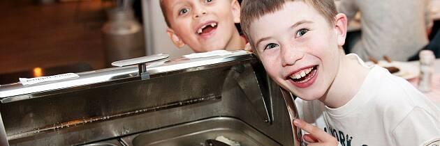 Disse gutta gleder seg til baillbuffeten