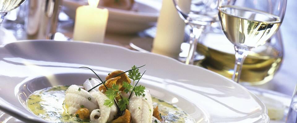 Bli med på en utsøkt middag med 10 unike muscadetviner til en fireretters meny med norsk fisk og skalldyr