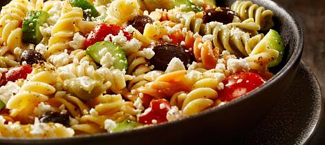 Gresk salat kan helt fint lages med pasta