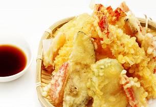 Tempura krabbe med løkringer