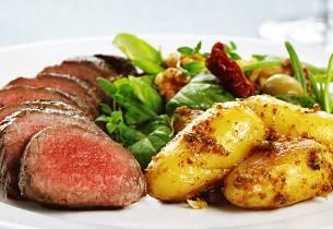 Lammefilet med sennepspoteter og salat