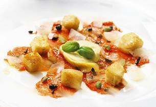 Carpaccio med artisjokker og olivenkrutonger
