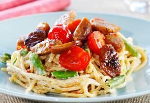 Spagetti med medisterpølse, tomat og kremet saus