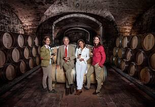 De lager en av verdens aller mest berømte viner. Den kan du få smake i flere årganger