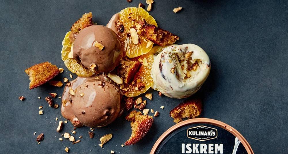 Iskrem med vanilje & cookies og sjokoladeis, servert med klementiner, pepperkaker og brente mandler.