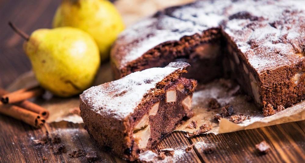 Sjokoladekake med pærer og kanel