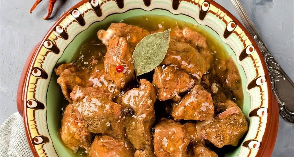 Lammekjøtt med grønne oliven, honning og rosmarin