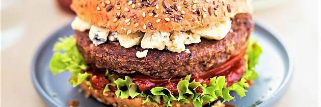 Blåmuggost på burgeren er manges favoritt. Finn ut hvorfor
