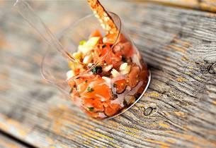 Ishavsrøye tartar med brødkrutonger og salat