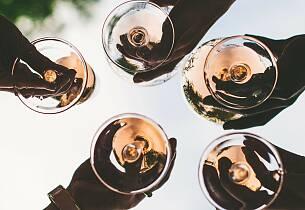 Kom sommeren i møte: Lær alt om chablis, sancerre, muscadet, rosévin, prosecco og cava