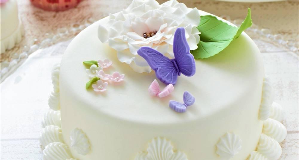 Så lett lager du en festpyntet kake