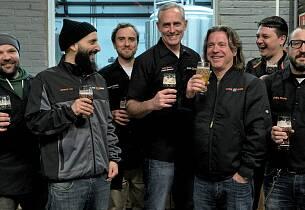 Disse karene lager øl som får folk til å gå mann av huse