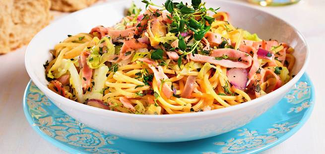 Spagetti med pepperskinke og spisskål
