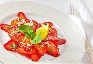 Jordbærcarpaccio med myntepesto og svart pepper