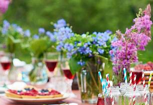 Her finner du gode tips og oppskrifter til midtsommerfesten
