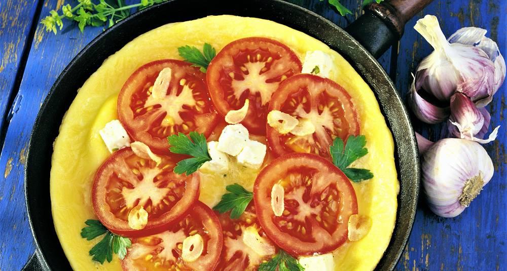 Eggepanne med tomater og fetaost