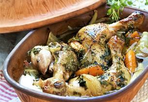Leirgrytebakte kyllinglår i vinsaus