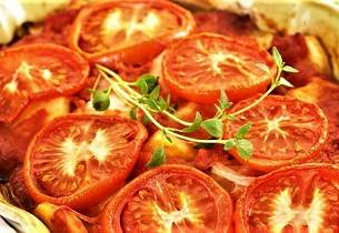 Lettsaltet torsk i tomatform