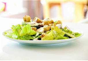 Romanosalat med kremet dressing og kylling aka Cæsarsalat