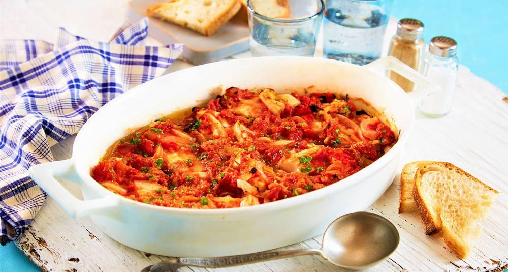 Sei i krydret tomatsaus