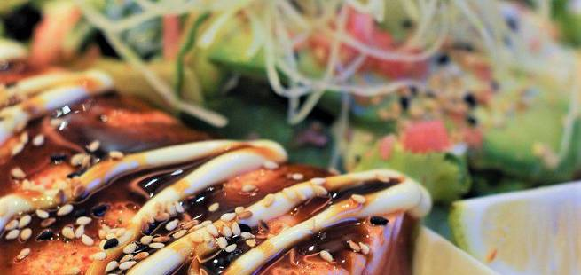 Laks tataki med soyasmør og salat