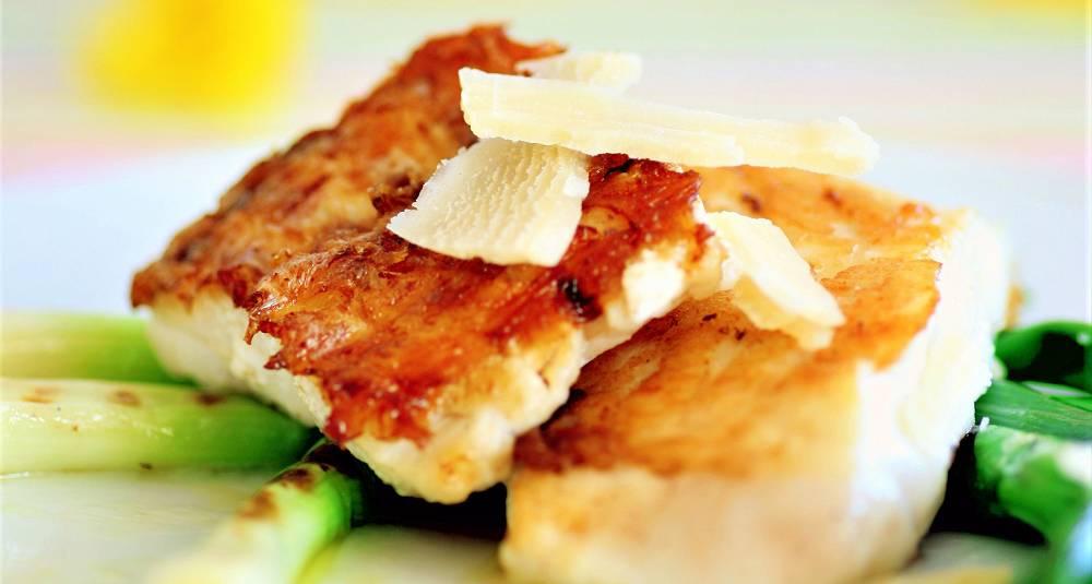 Grill fisken med skinnet på for ekstra smak