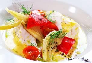 Bakt breiflabb med grillet paprika, syltet fennikel, bakt tomat, beurre blanc, dillolje